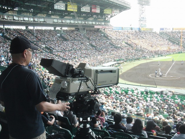 甲子園 - NHKのテレビカメラ