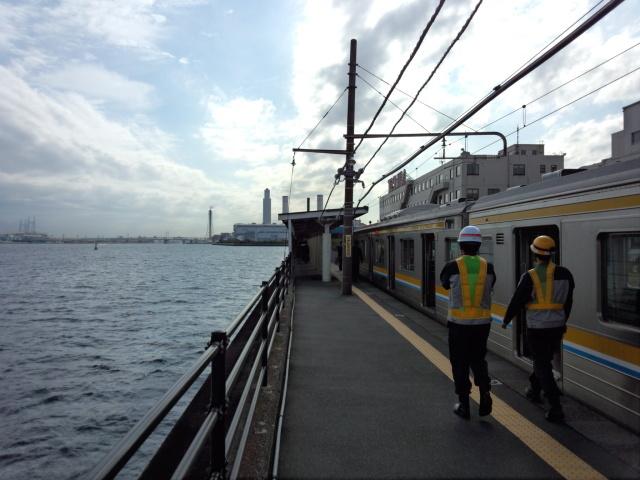 """JR鶴見線 """"海が真下に見える駅"""" 海芝浦駅"""