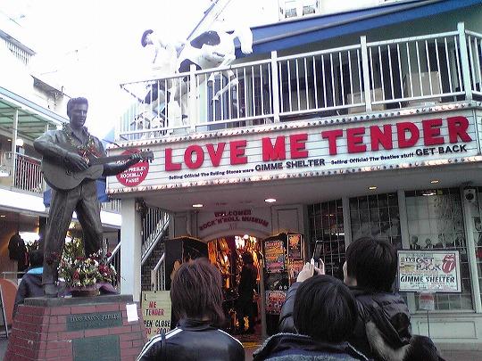 原宿のエルヴィス・プレスリーの銅像