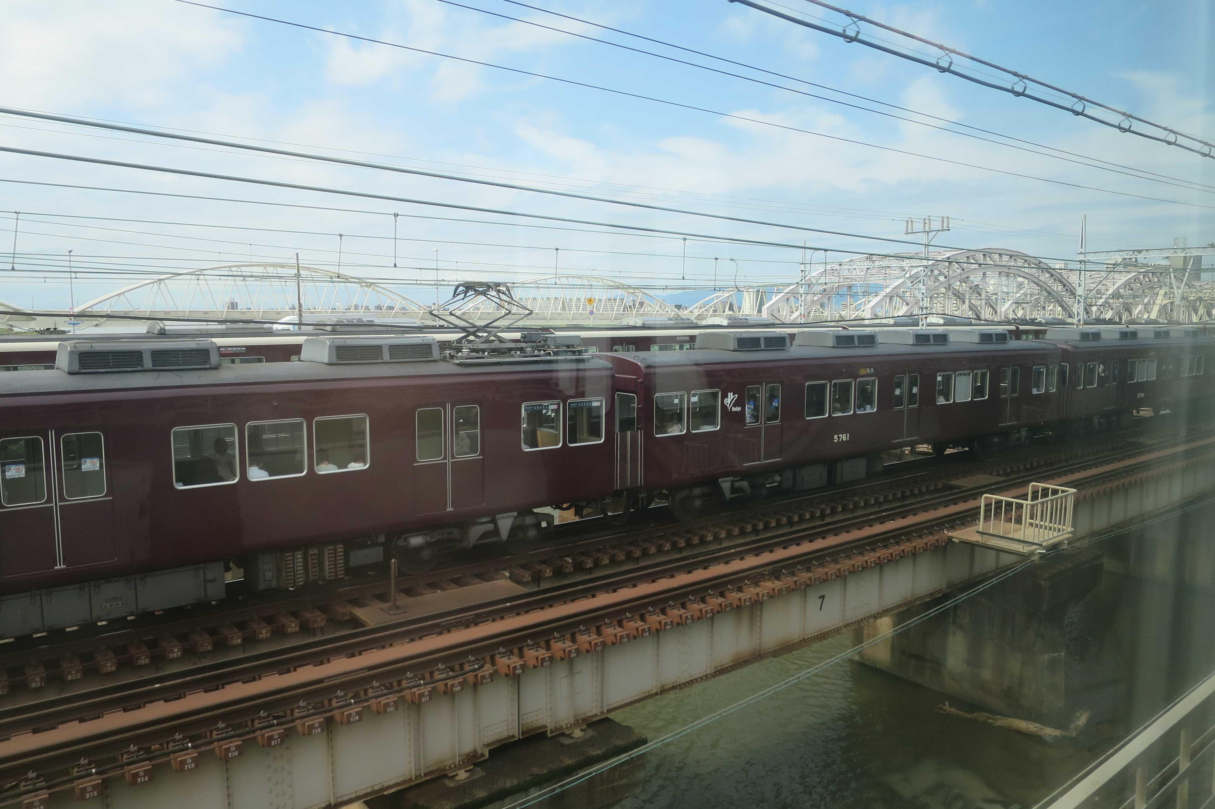 淀川を渡る阪急電車