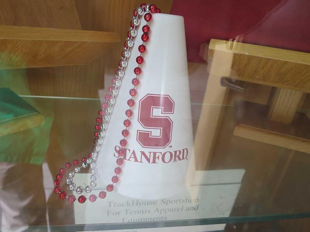 テニス場に飾ってあったスタンフォード大学のメガホン