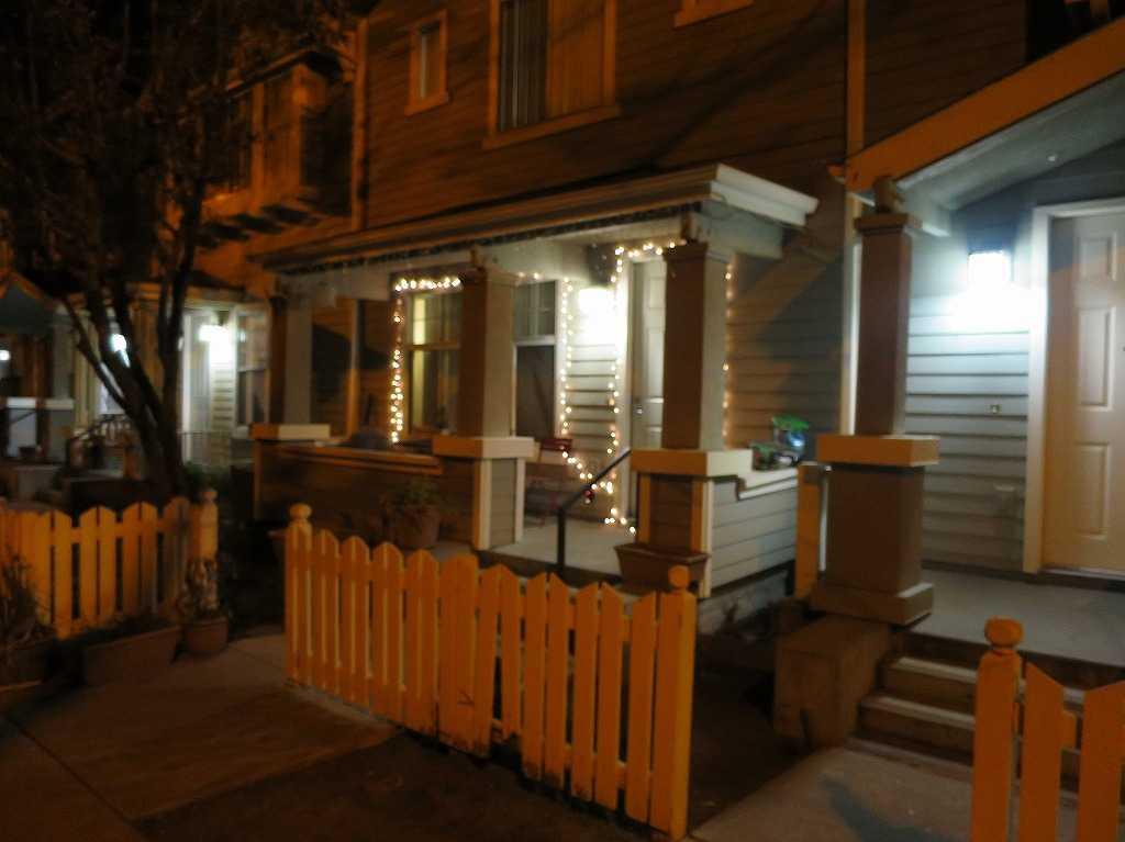 夜のサンノゼ郊外の民家