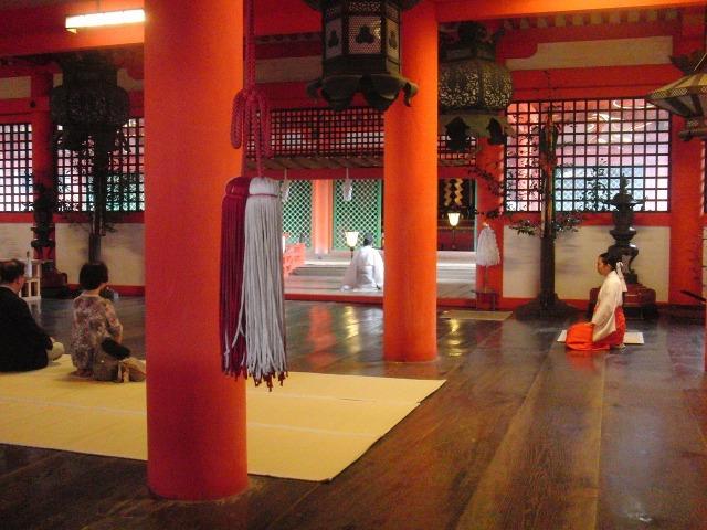 厳島神社の巫女さん