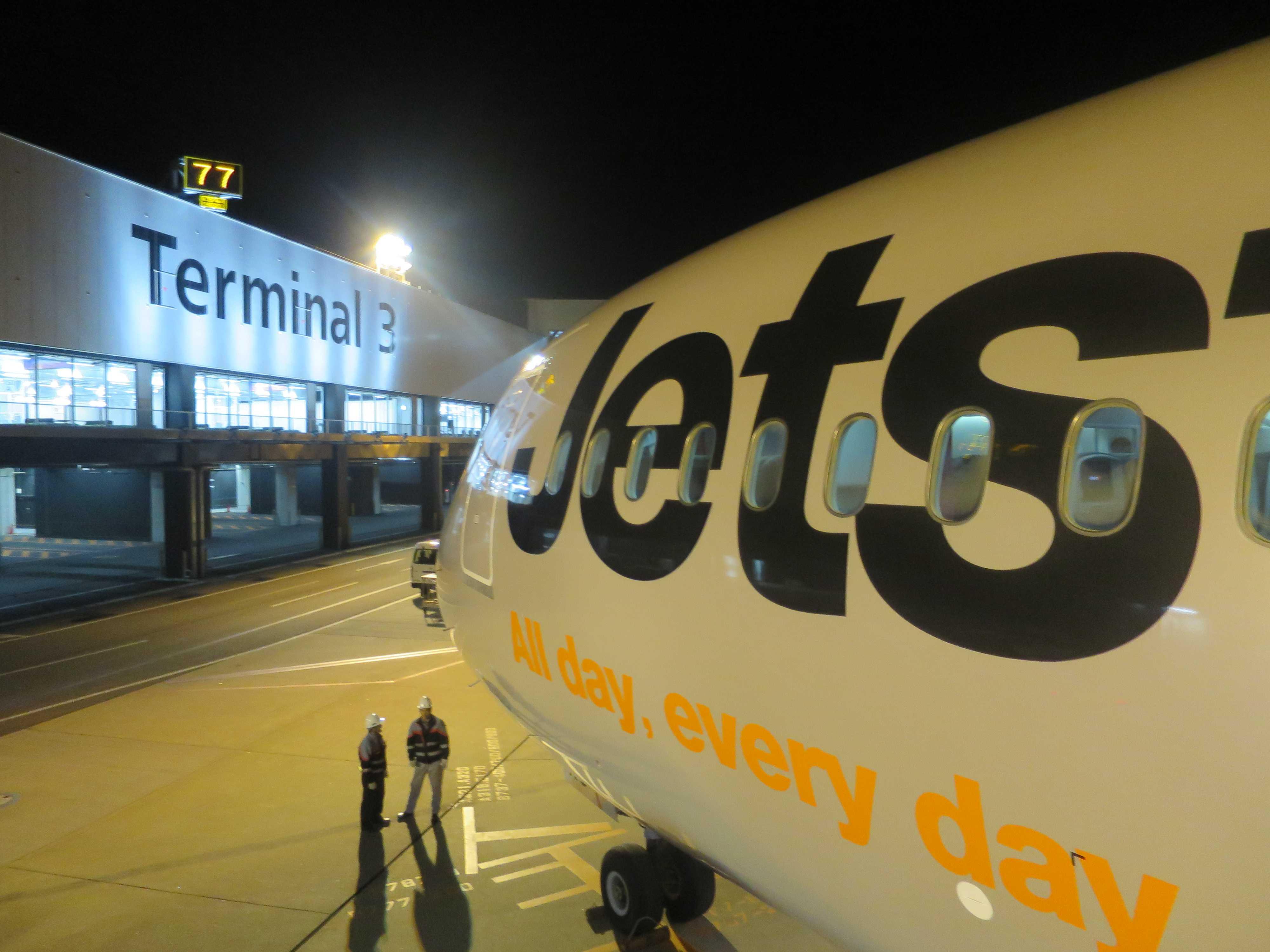 成田空港第3ターミナルに到着したジェットスター機