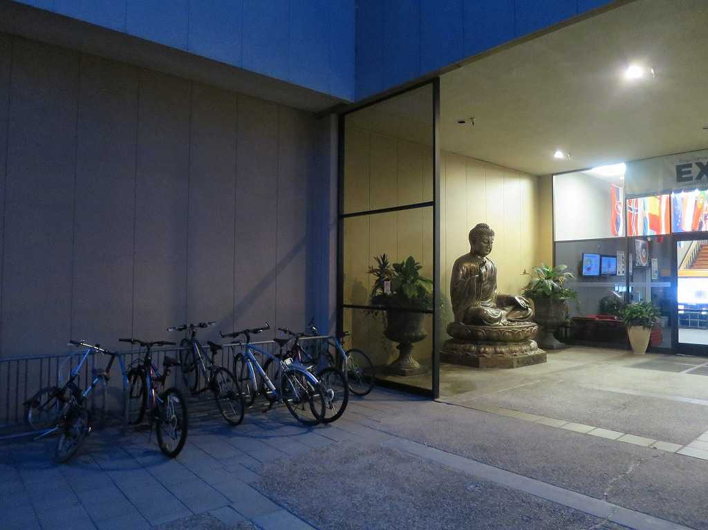 プラグ&プレイ - 入口の仏像