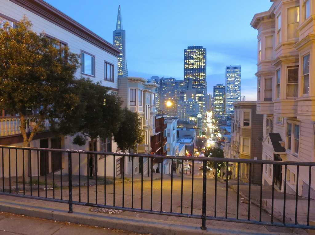 トワイライト!日暮れ時のサンフランシスコ - 通行止めの坂道