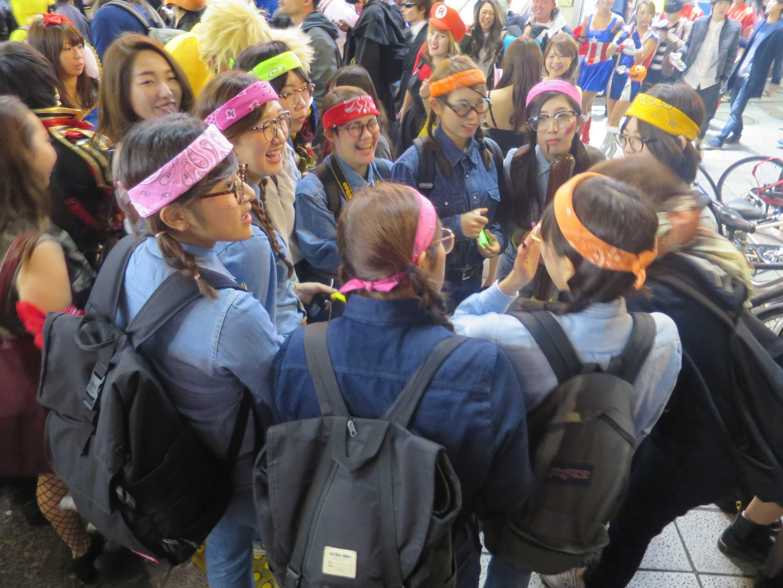 渋谷ハロウィーン - バンダナを巻いた女の子たち