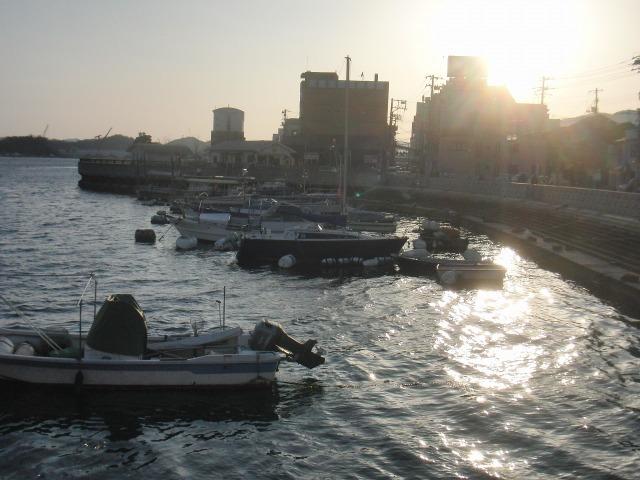 夕日に照らされる尾道水道