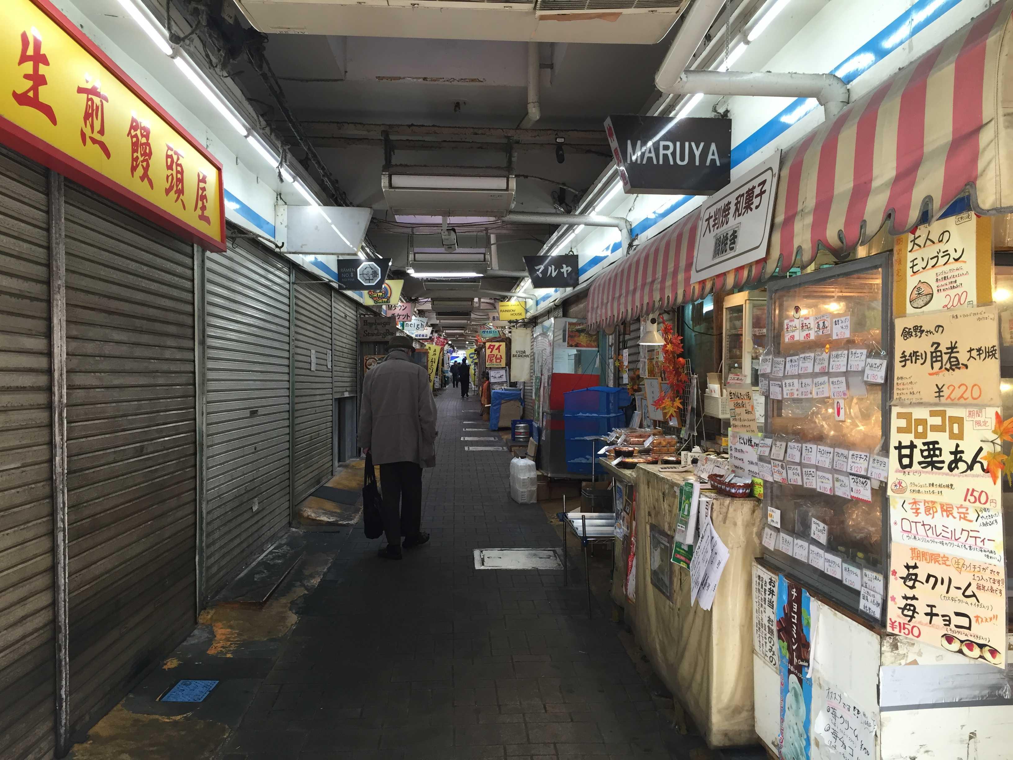 町田仲見世商店街の通路