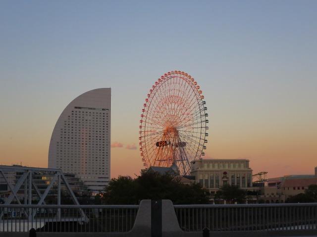夕暮れ時の横浜大観覧車