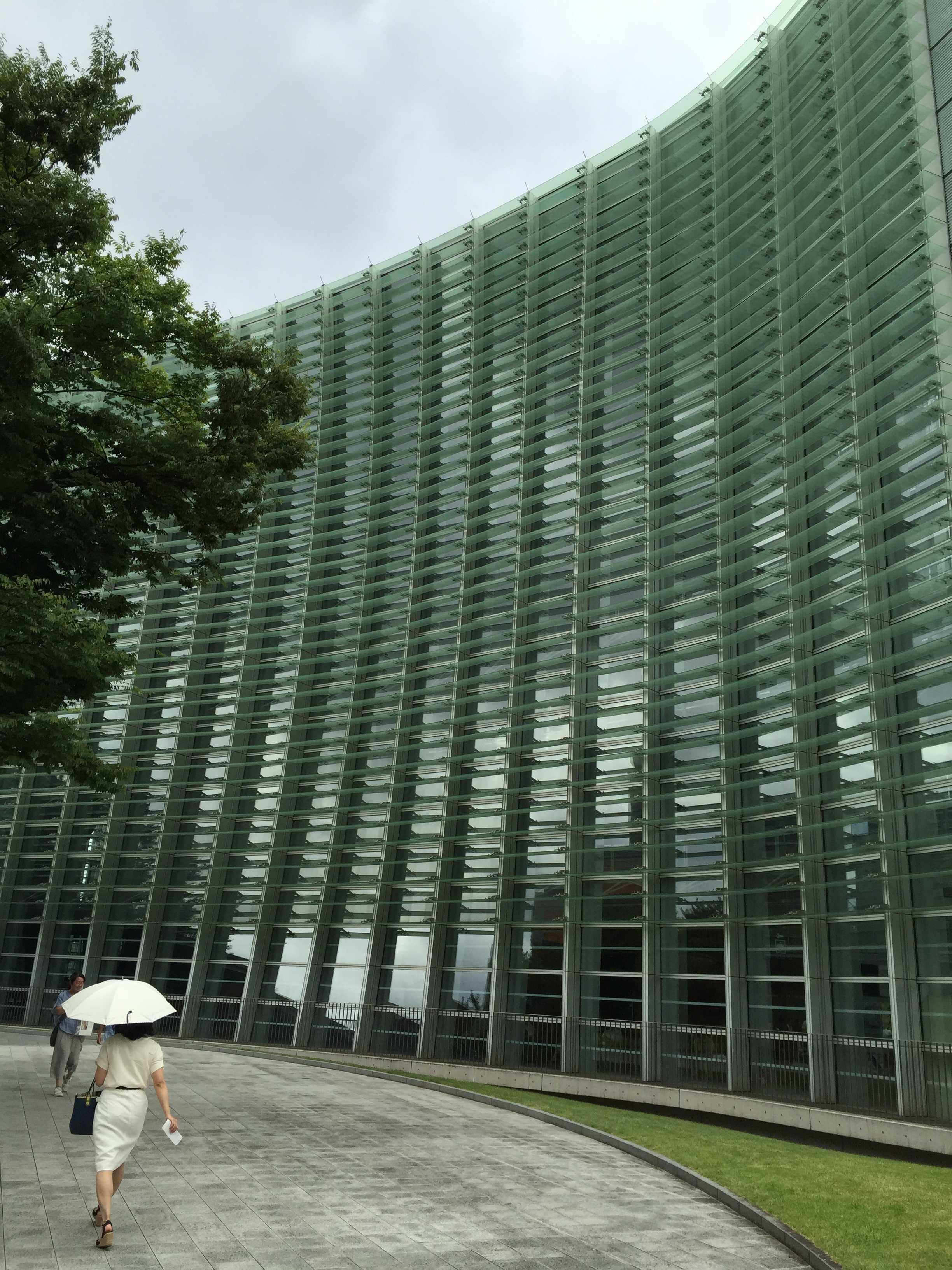 国立新美術館 外観のガラス