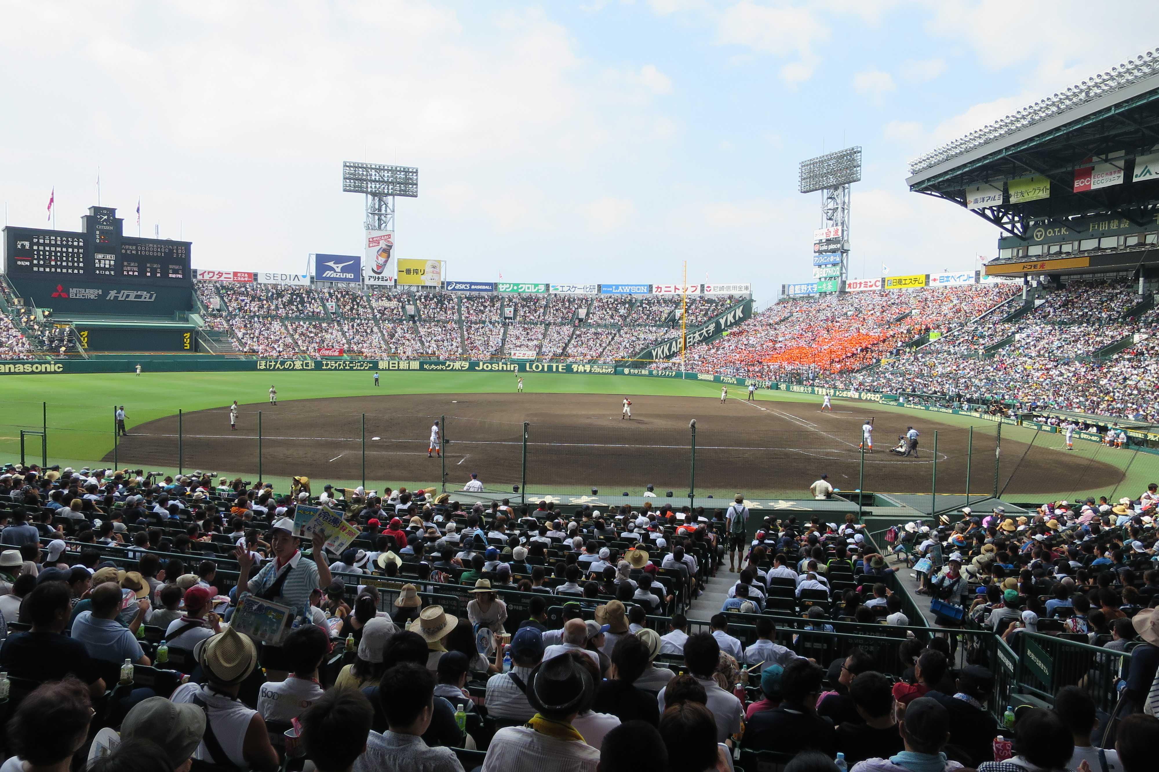 高校野球 - 阪神甲子園球場 3塁側内野席
