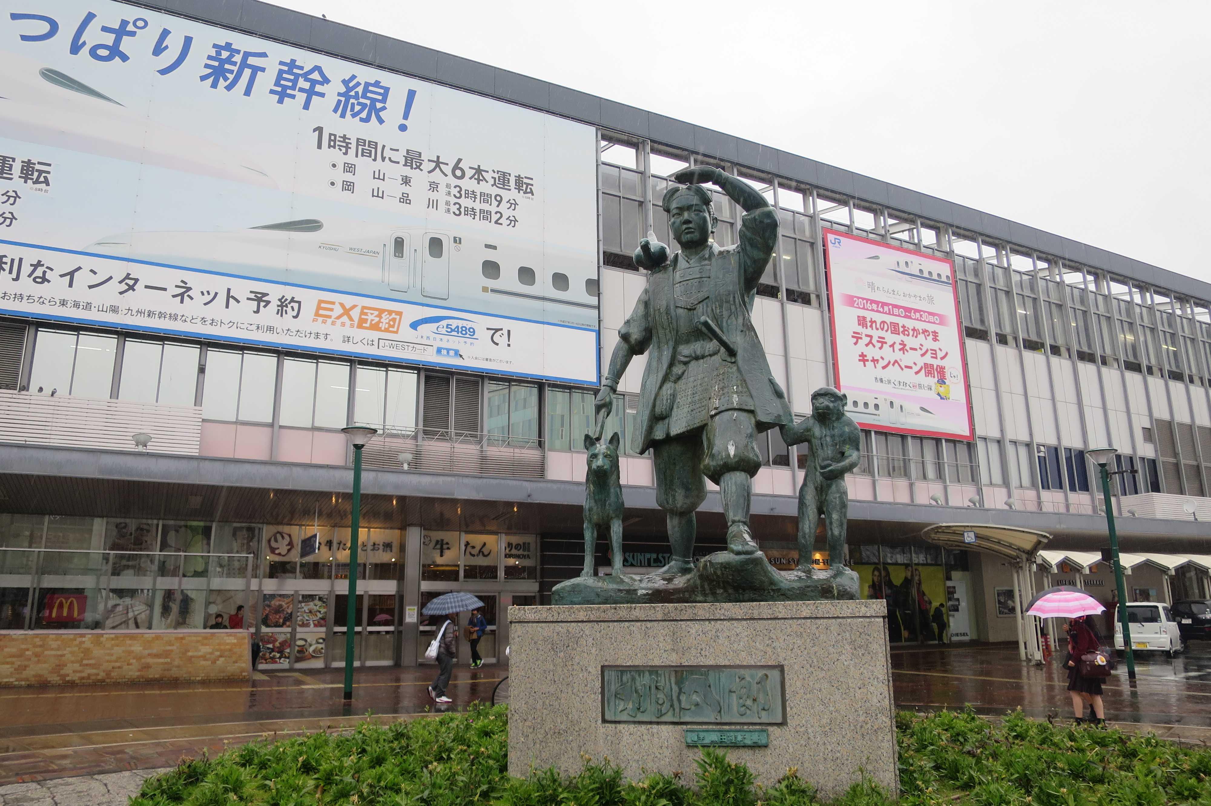 岡山駅東口駅前広場の桃太郎像