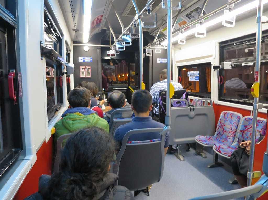 スタンフォード大学の無料シャトルバス Marguerite(マルガリータ)の車内