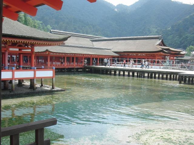 厳島神社の平舞台