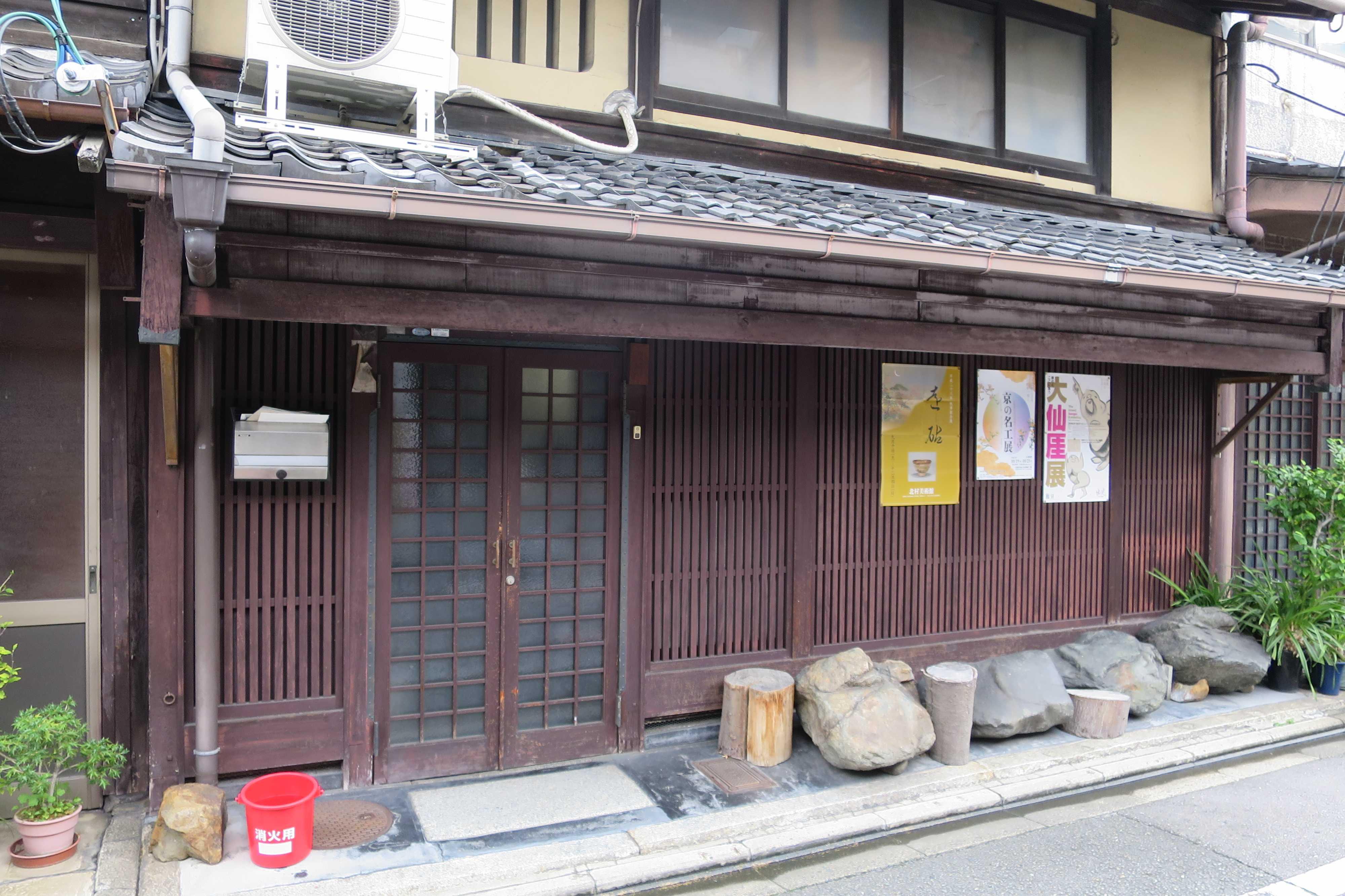 格子ガラスの京町家(京都市下京区)