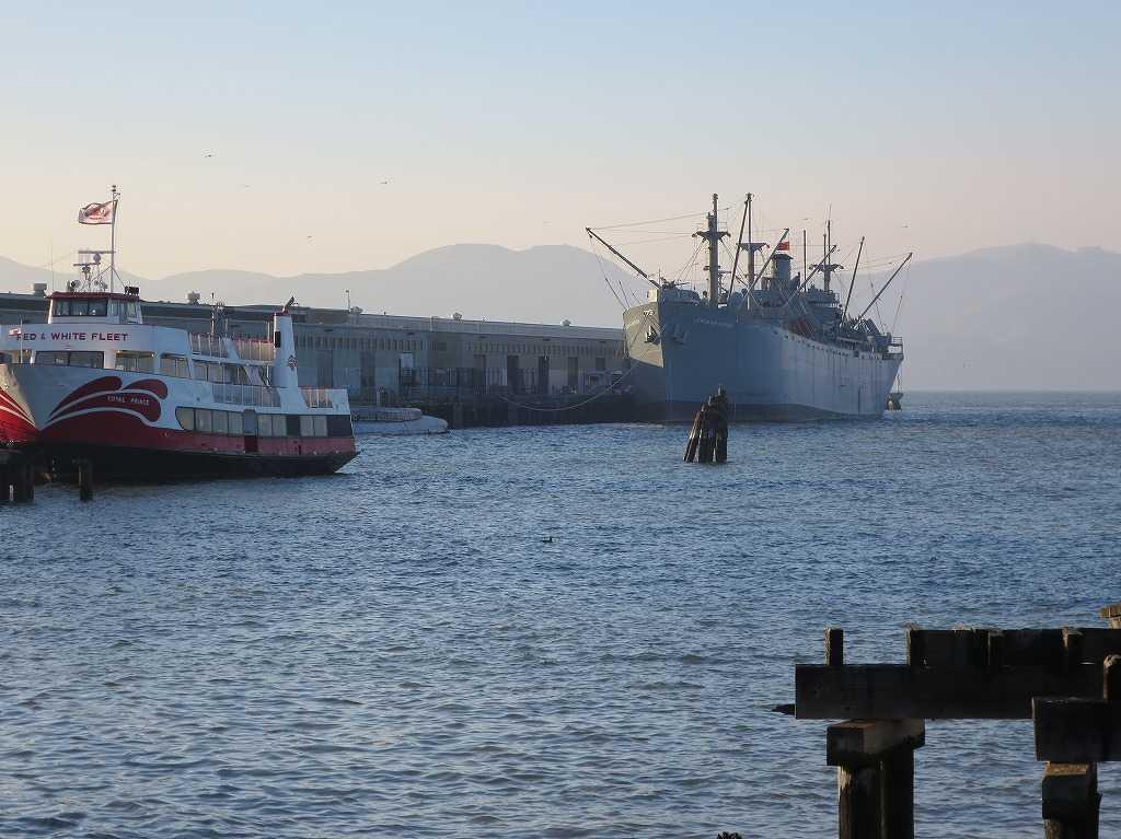 フィッシャーマンズワーフに浮かぶ船