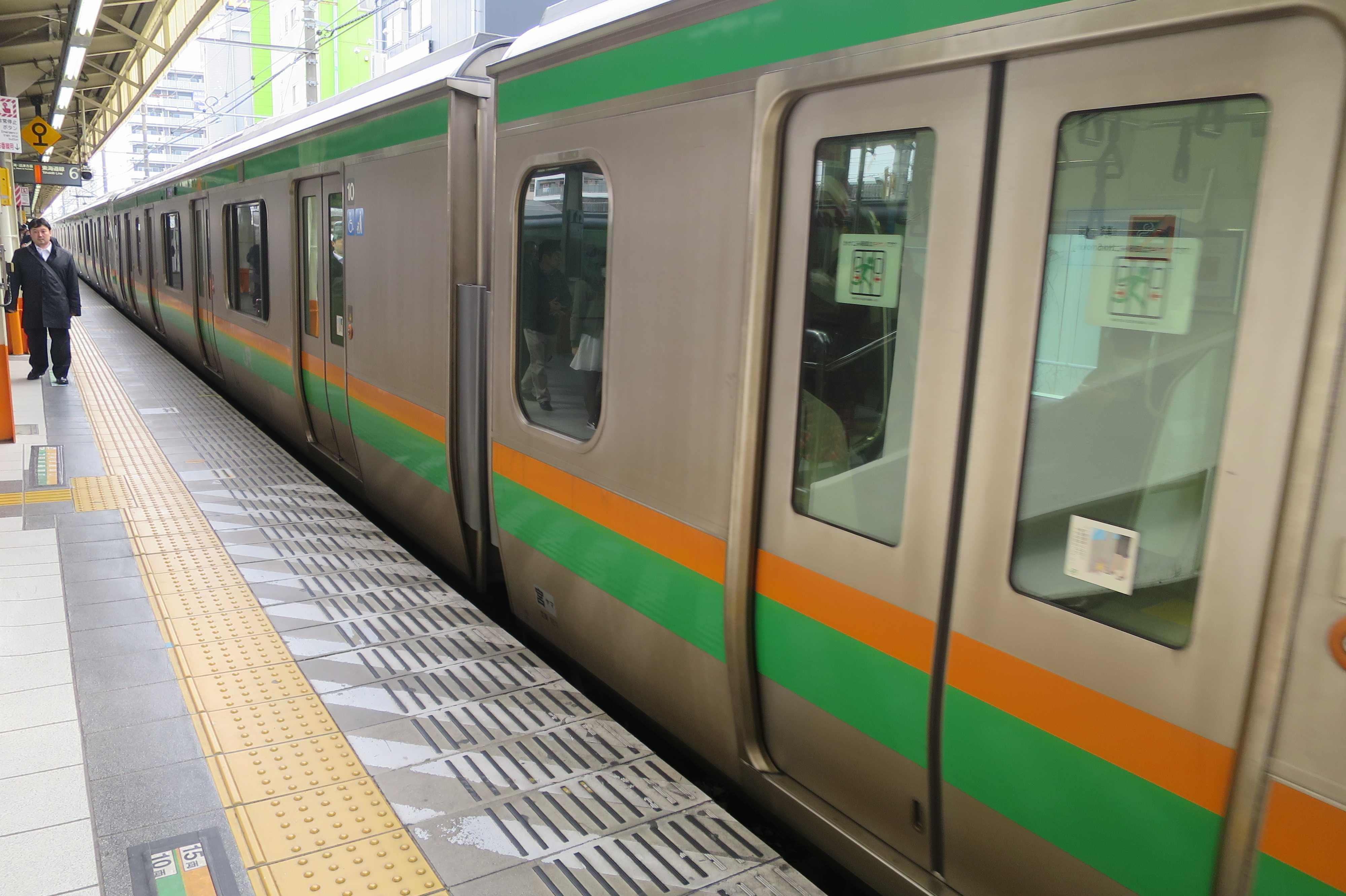 東海道線 オレンジとグリーンの湘南カラーの車両