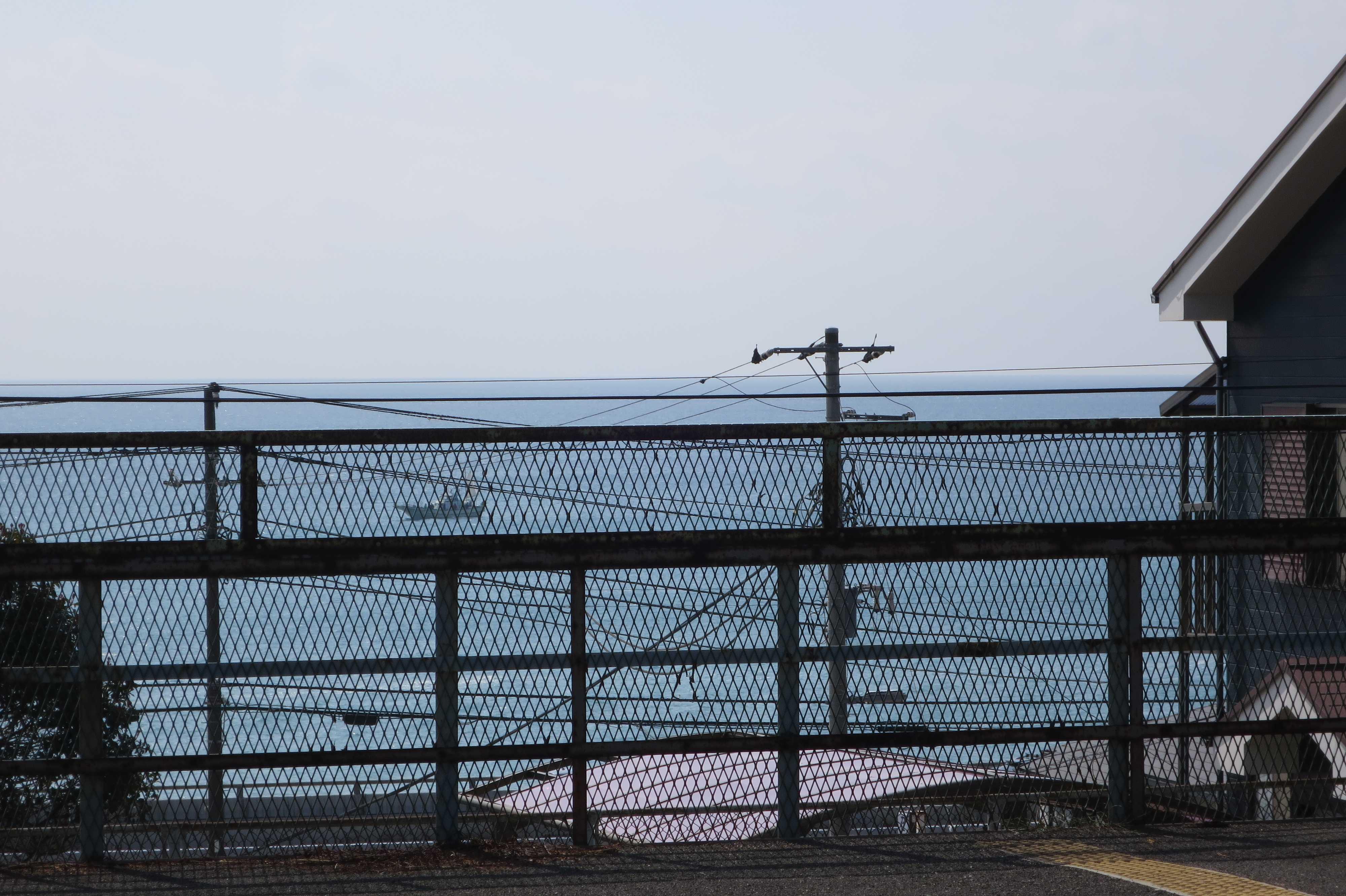 JR国府津駅から見える海