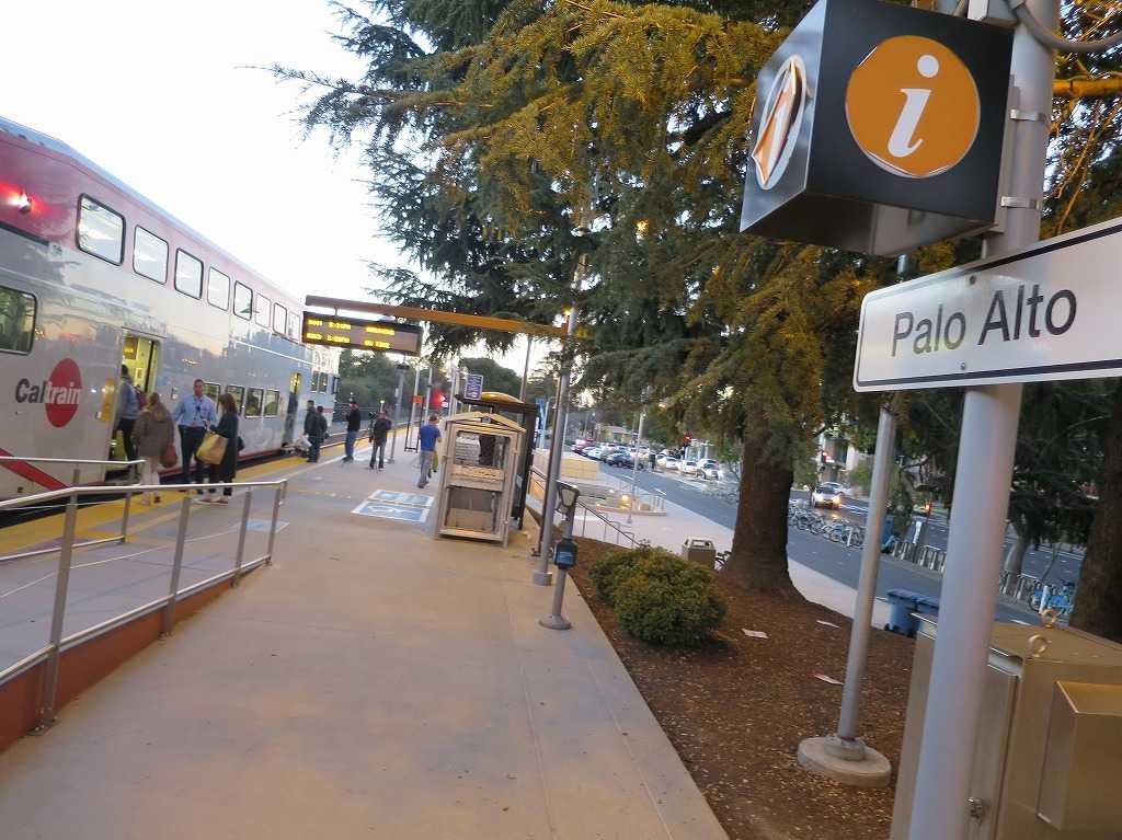パロアルト (Palo Alto)駅