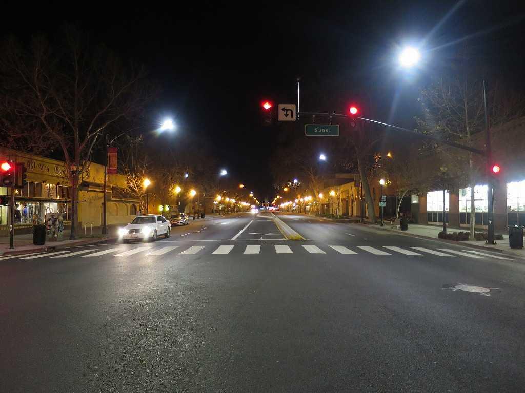 サンノゼ: アレーナホテル前の大通り「ザ・アラメダ(The Alameda)」