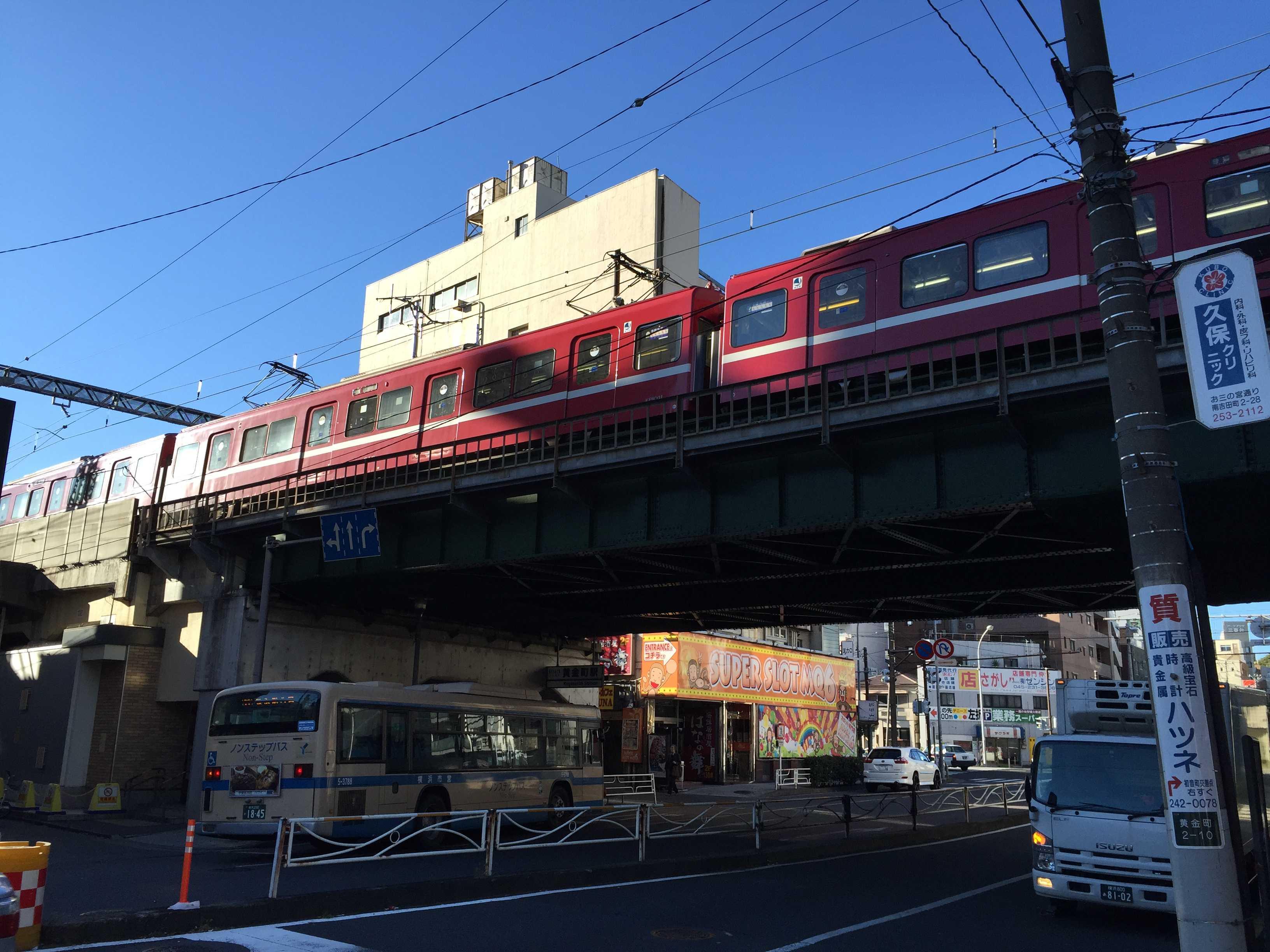 京急線・黄金町駅