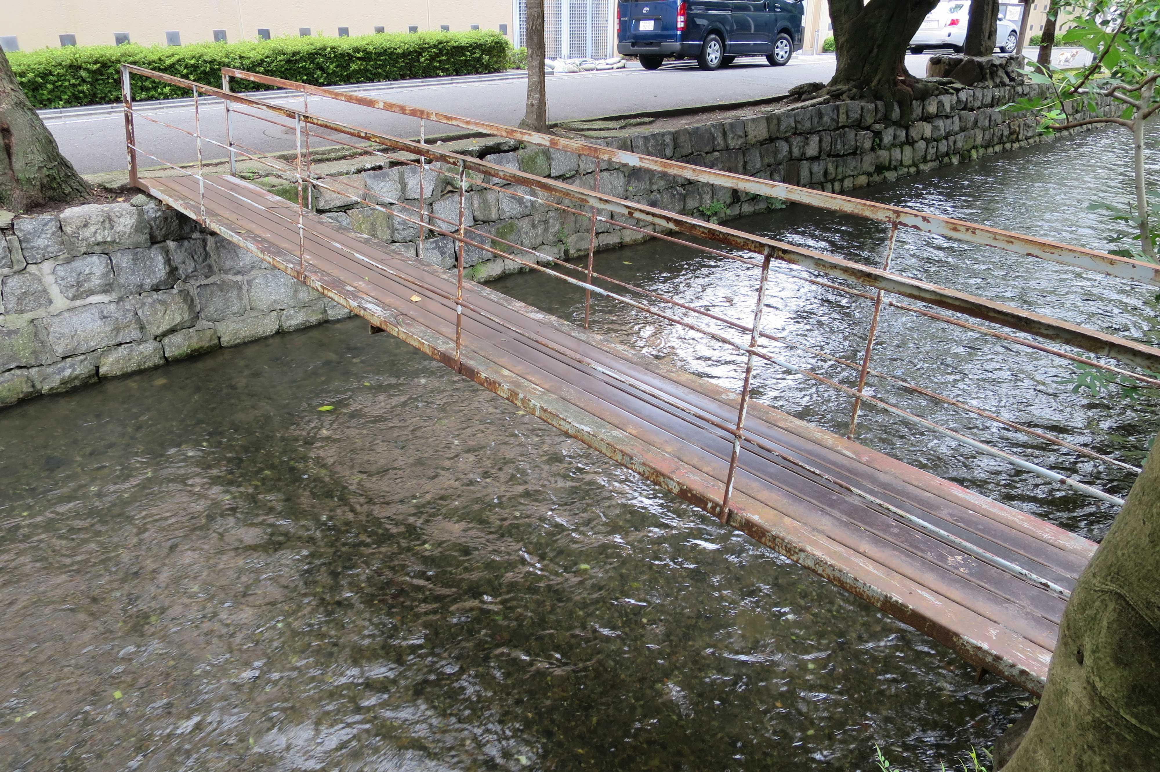 京都・五条楽園 - 高瀬川に掛かる細い橋