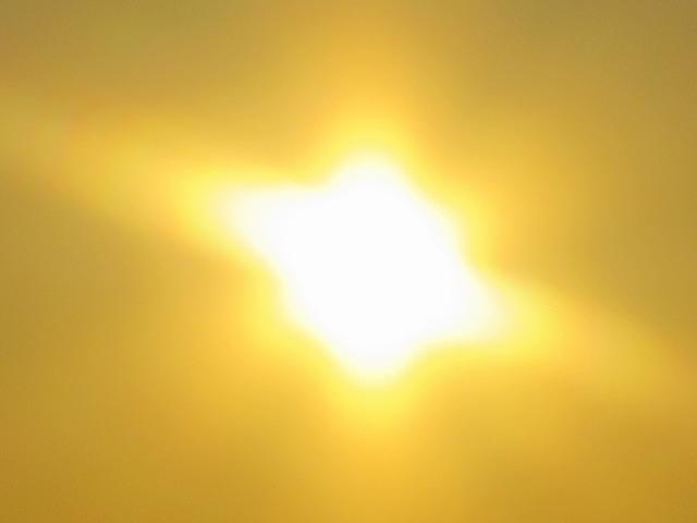 羽田空港の真オレンジの朝日