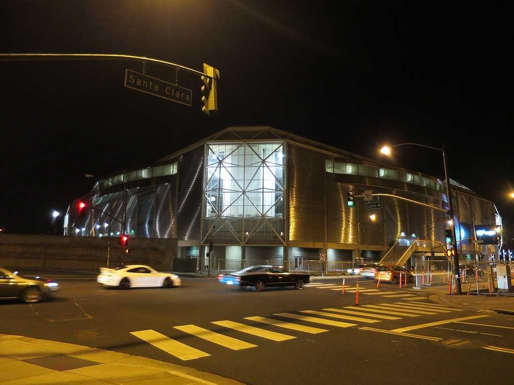 夜の SAPセンター(SAP Center)