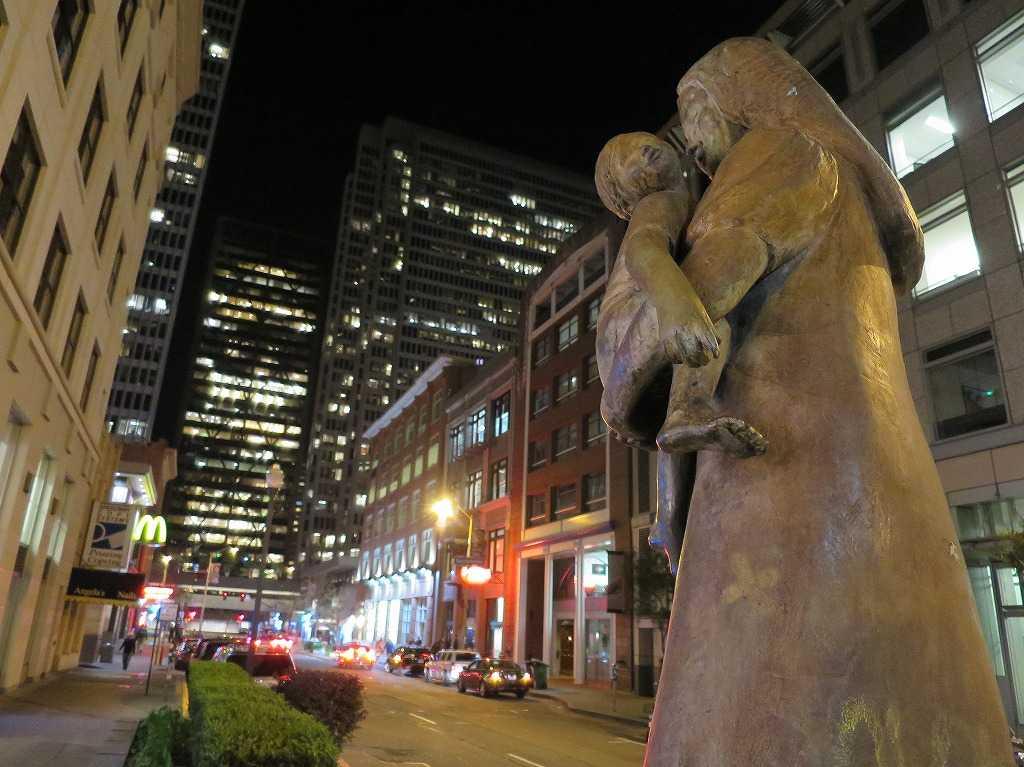 サンフランシスコ - フィナンシャルディストリクトの母子像