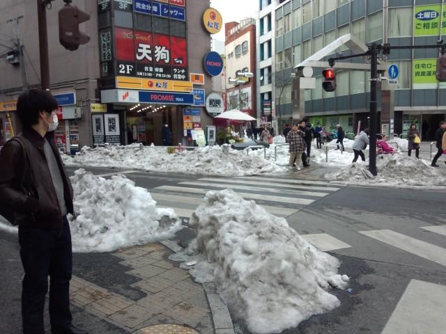 JR八王子駅前の残雪