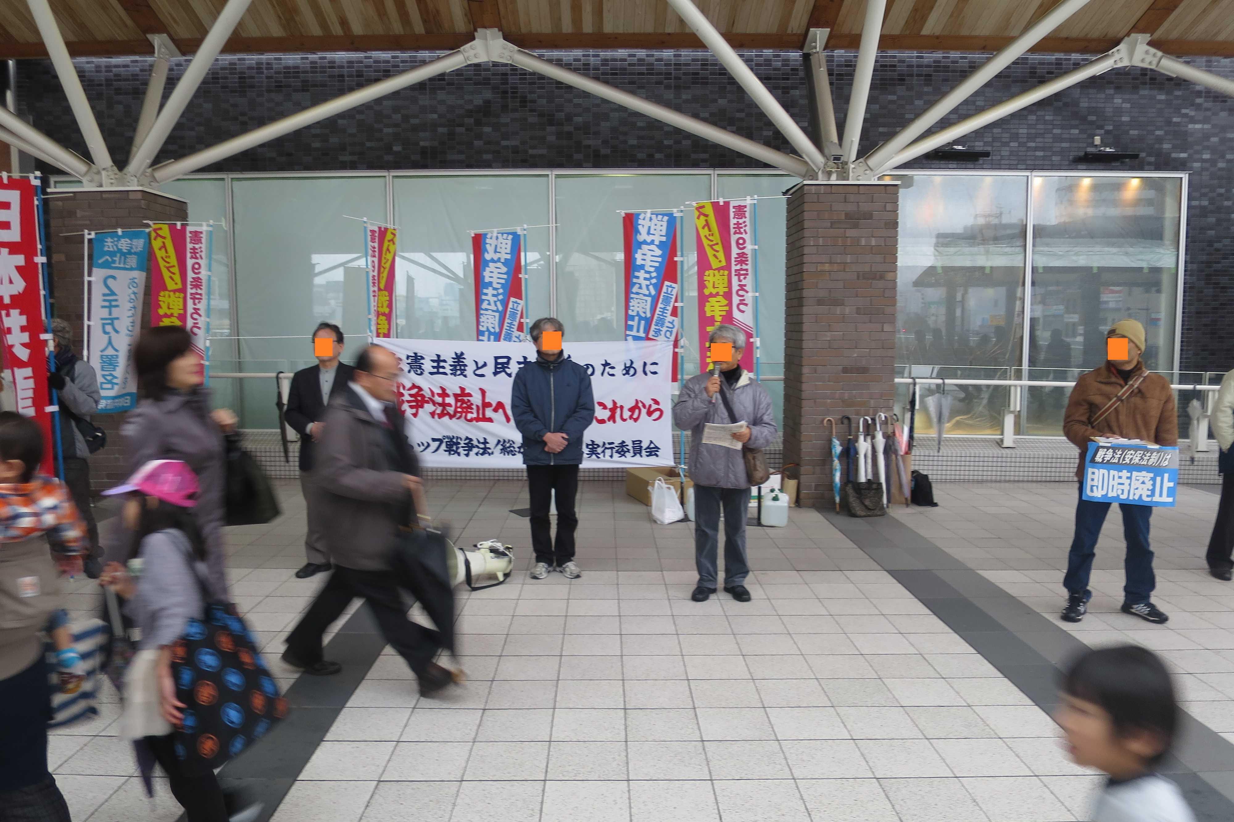 岡山駅前での戦争法廃止運動