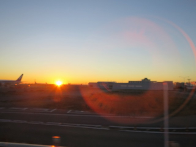羽田空港の朝焼け