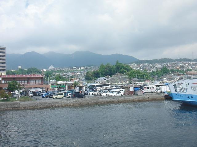 宮島行きフェリーからの眺め