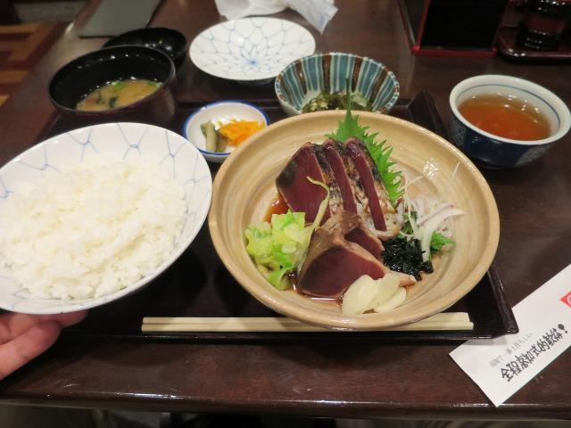 高知龍馬空港で食べた「鰹のたたき定食」