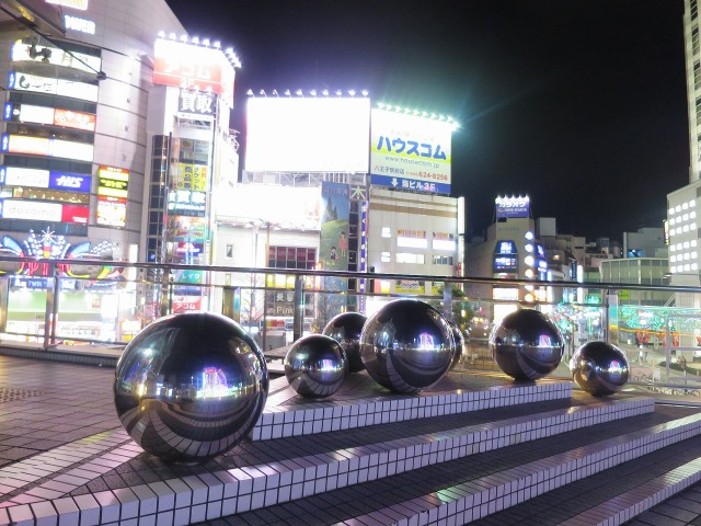 JR八王子駅前のオブジェ