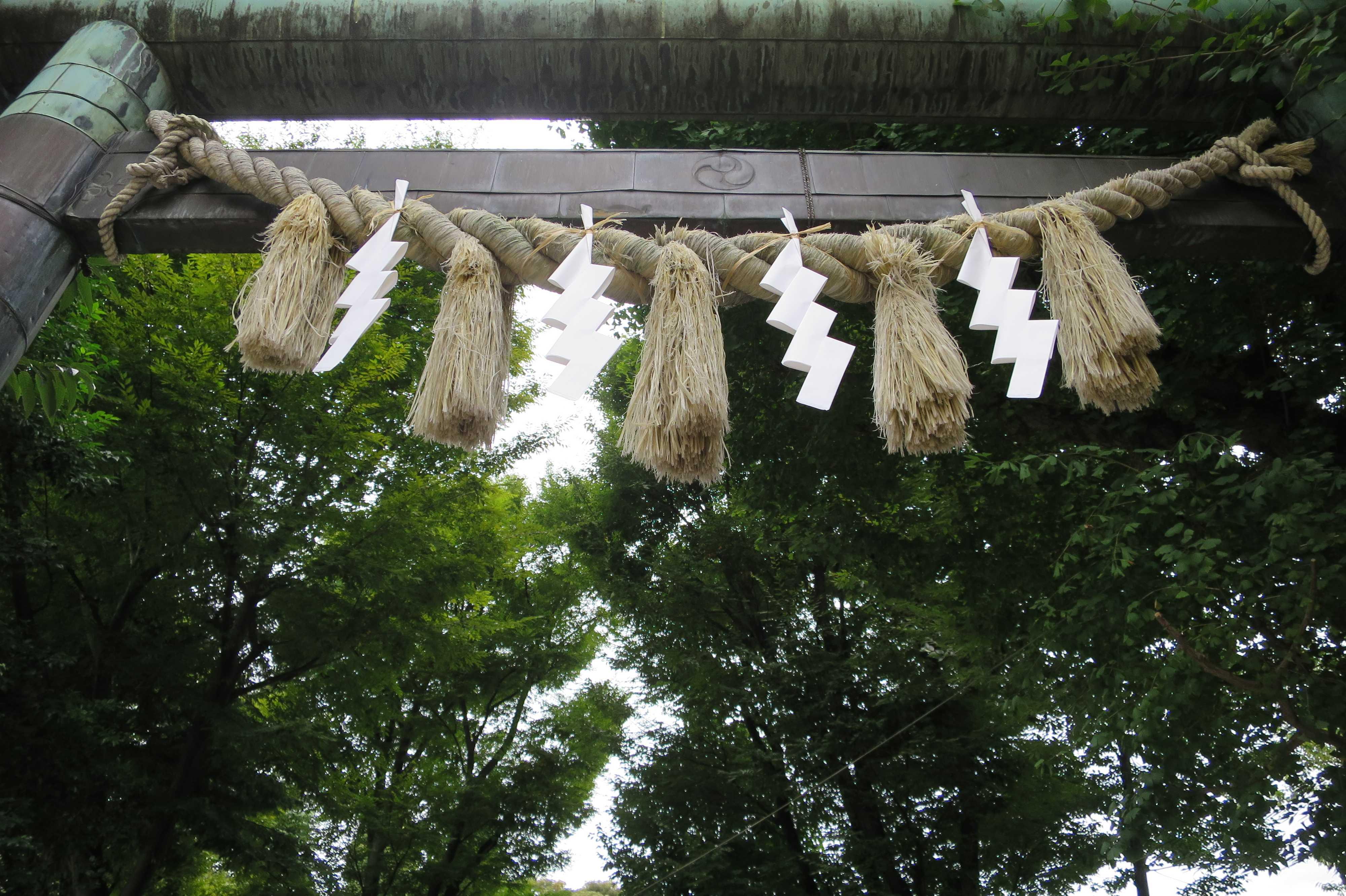 蛇窪大明神(上神明天祖神社)の鳥居の注連縄