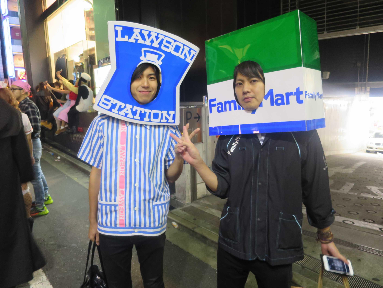 渋谷ハロウィーン - ローソンの店員とファミマの店員