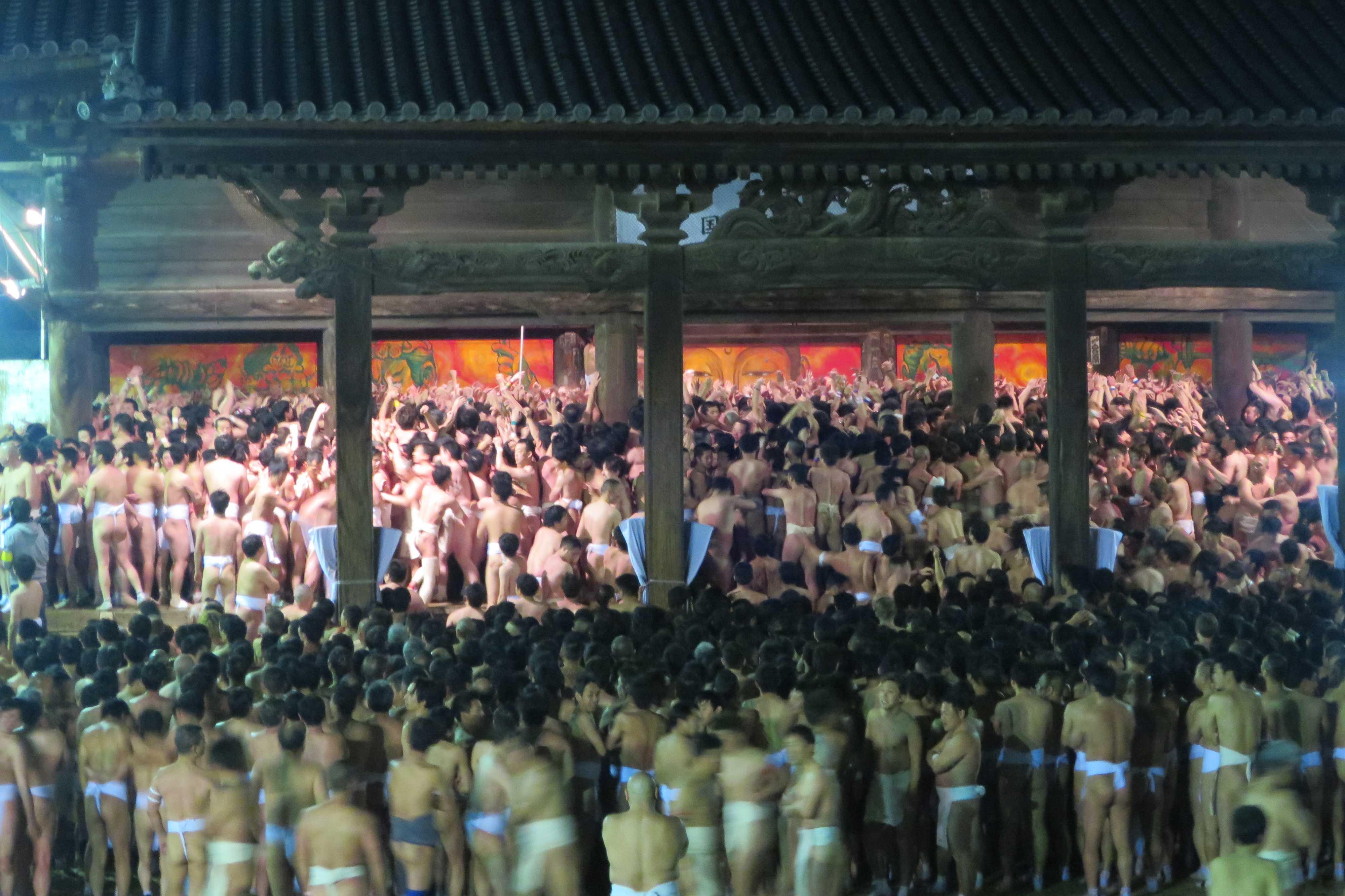 西大寺会陽 - 本堂の大床