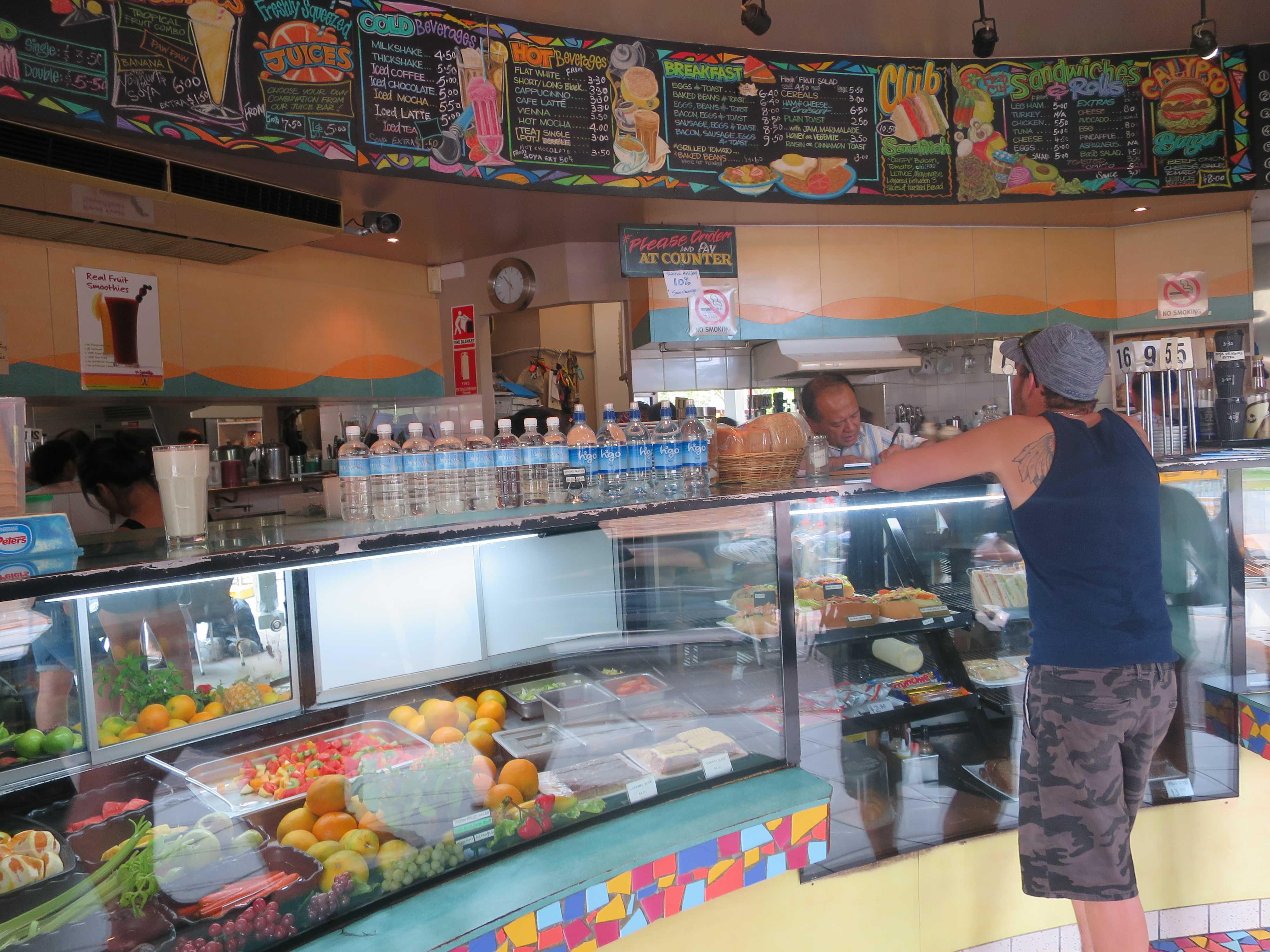 ケアンズ街角のカフェ