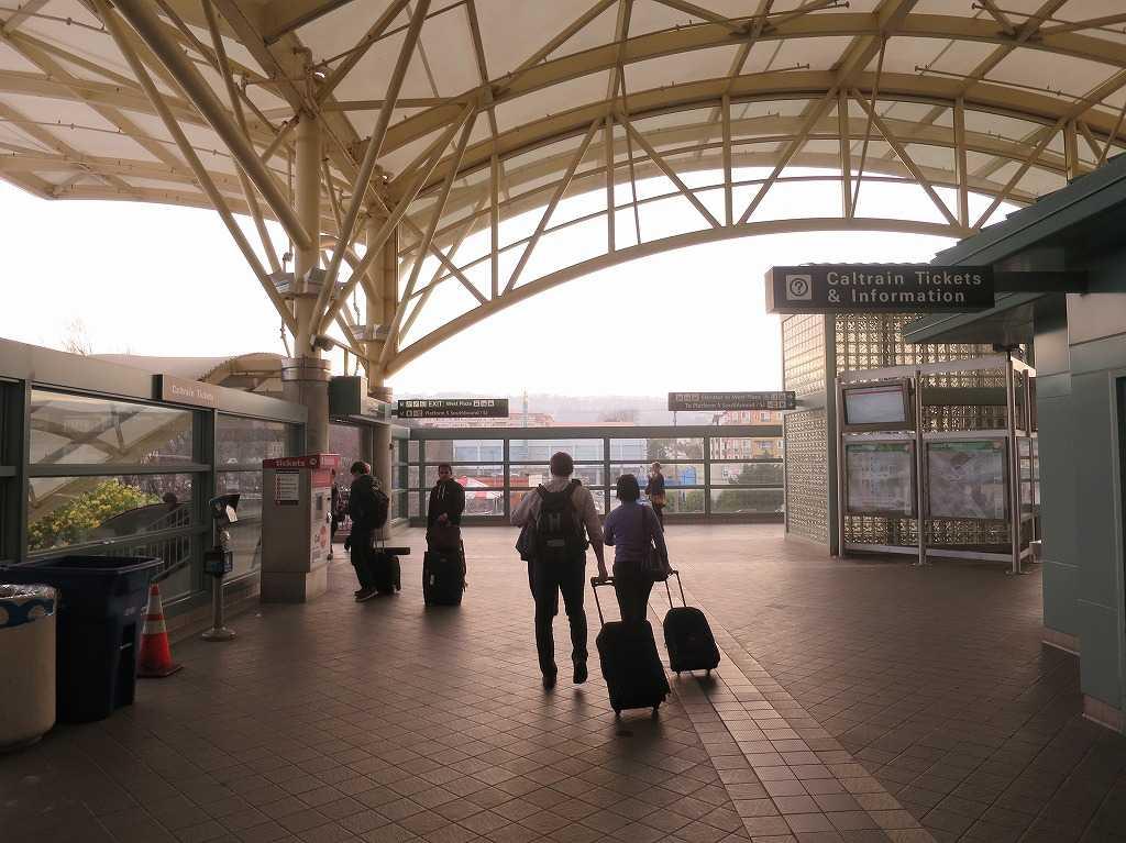 ミルブレー駅(カルトレイン/Caltrain)