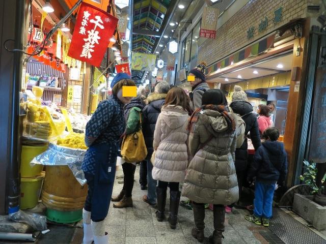 賑わう京都・錦市場