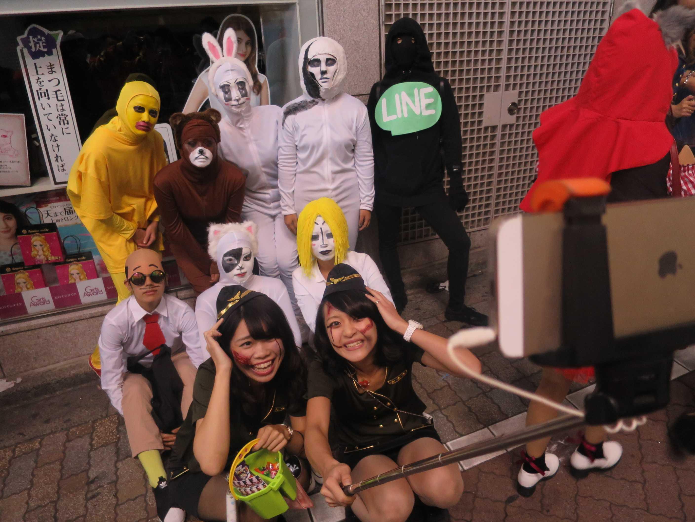 渋谷ハロウィン - 自撮り棒