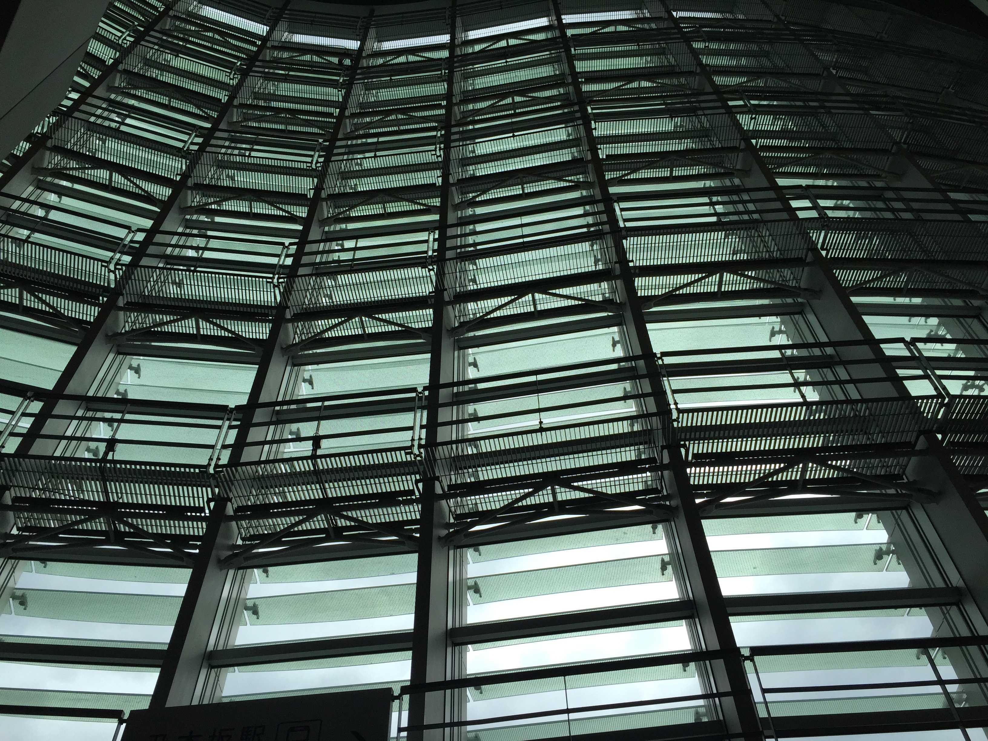 国立新美術館 ガラス - 内側から