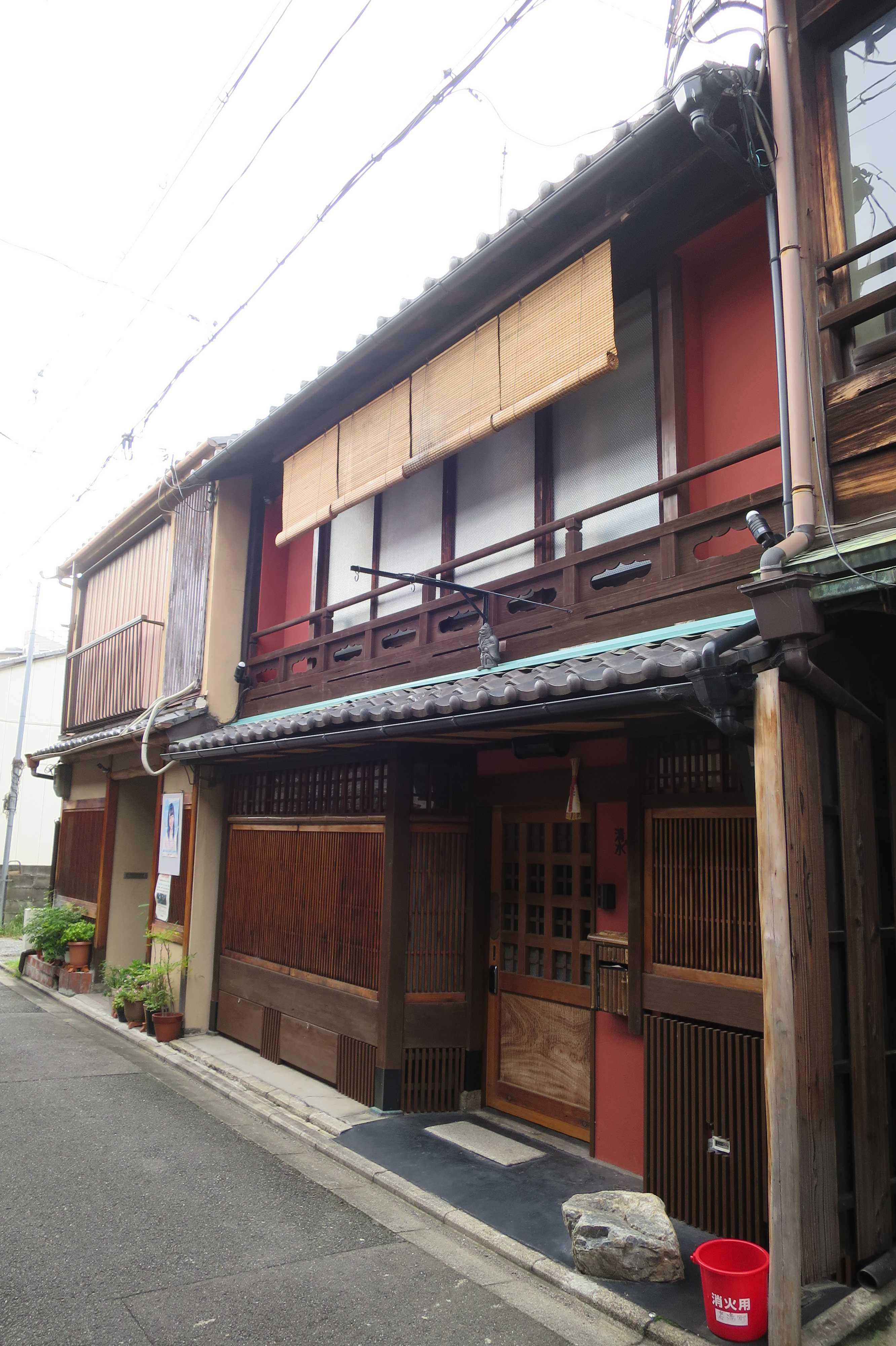 京都・五条楽園 - 朱色の壁の家