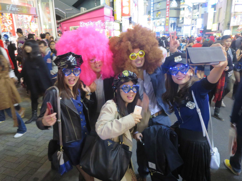 渋谷ハロウィン - ピンク色の髪の毛の女性