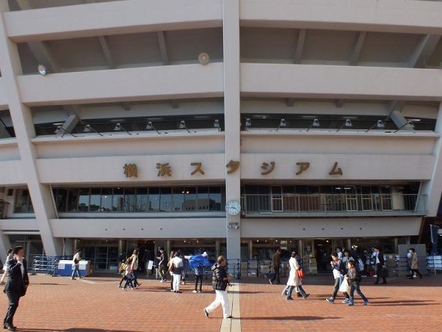 横浜スタジアムの正面