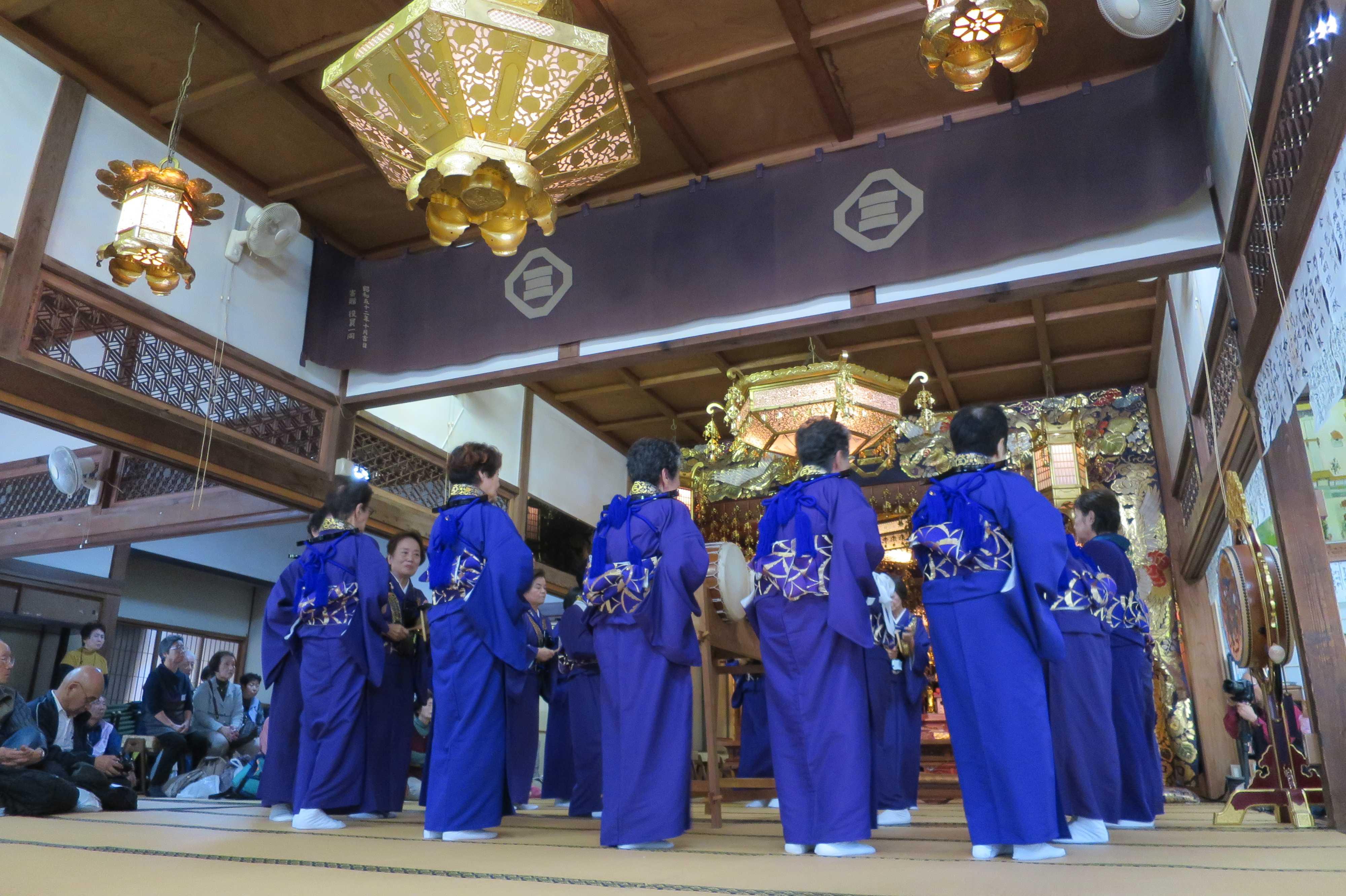 無量光寺の踊り念仏 - 踊り手の女性たち