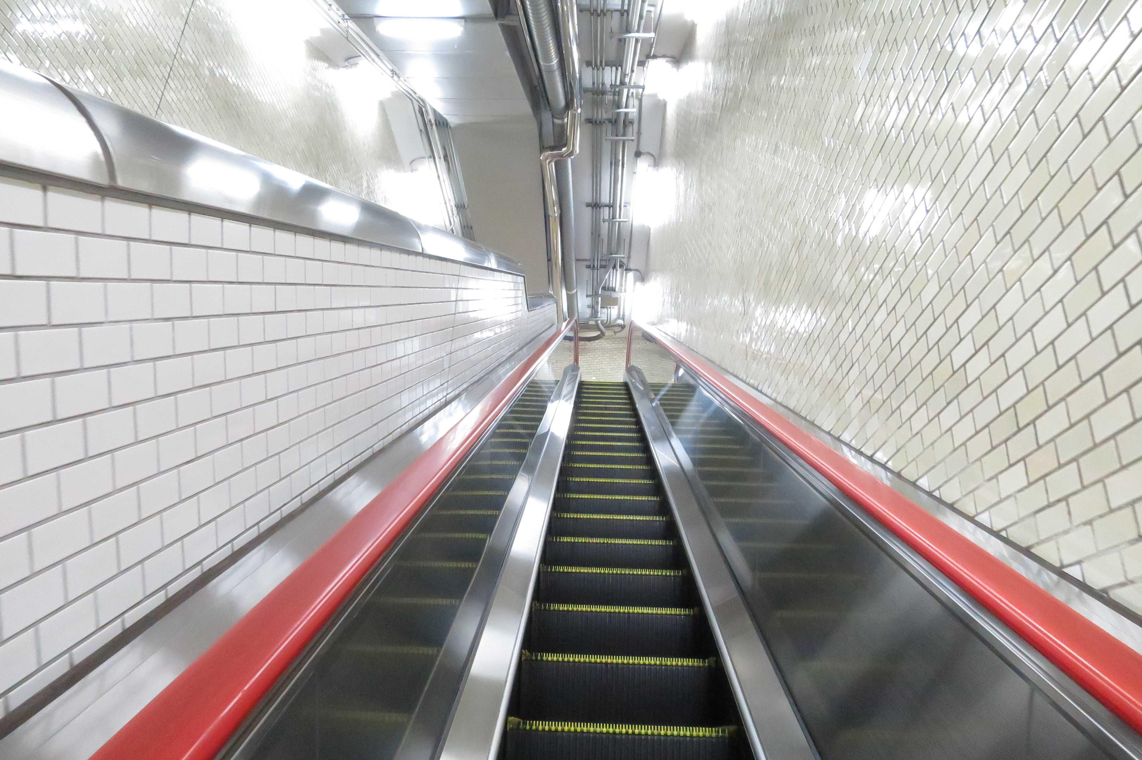 都営三田線・芝公園駅のエスカレーター