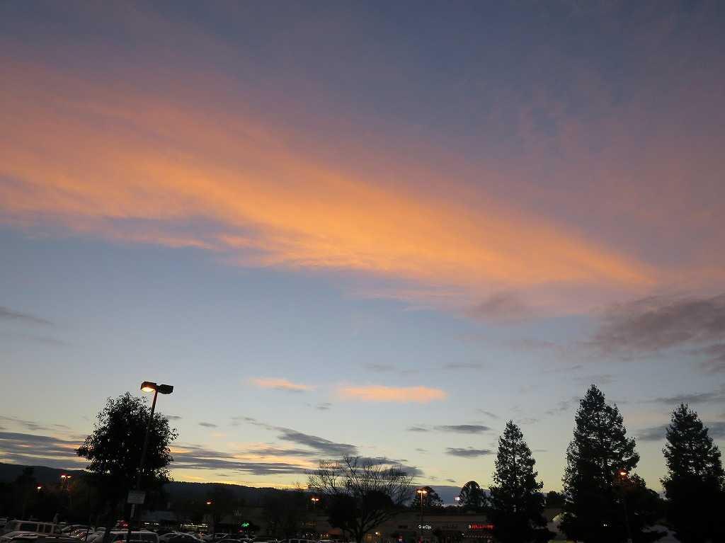 レッドウッドシティ駅前の夕日
